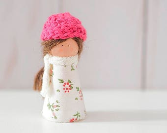 Miniature doll, Peg doll, wooden doll and fabric, doll house, children decoration, original gifts.