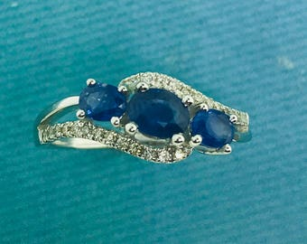 Eye-catching Sapphire and Diamond Ring- 18K White Gold - 0.79 ctw Sapphires
