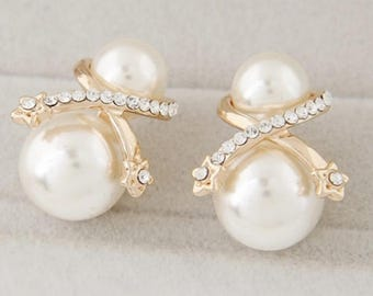 Double pearl earring with bow