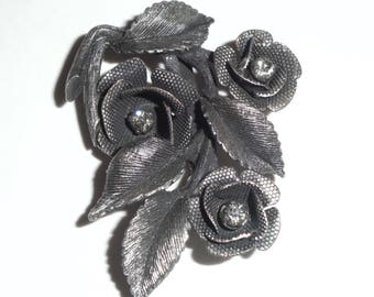 Roses Brooch With Clear Rhinestones