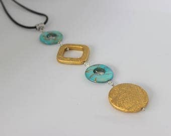 Vertical and original Pearl turquoise and acrylic Bead Necklace gold