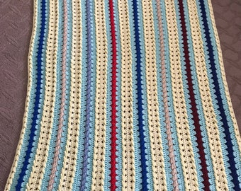 Crochet three dimensional deign throw