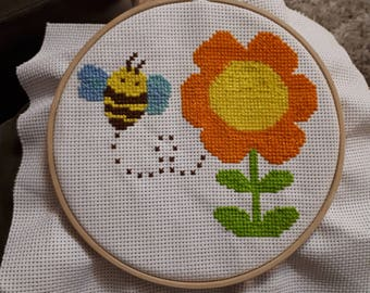 bee and a flower cross stitch
