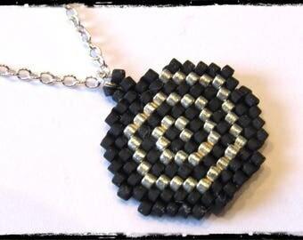 Pendant woven Miyuki beads on a fine chain crew neck