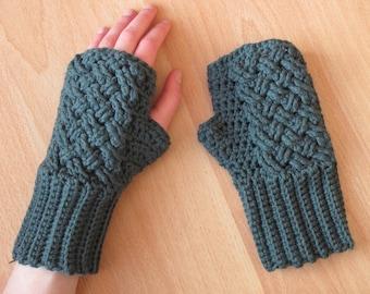 Fingerless gloves with Celtic pattern
