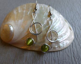 MUSIC NOTE Earrings treble clef olive green  wirework