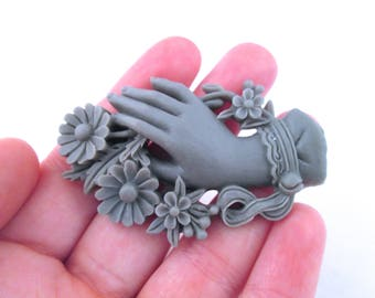 1 grey victorian hand and flower cabochon 61x 38mm