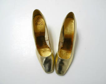 SALE!!!  Inspiration by Myers . 60s metallic gold pumps / heels  .  fits a size  6 - 6.5