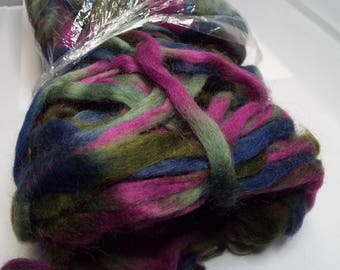 Northern Lights wool top,Cactus Flower, Louet fibers, 225 grams, spinning fiber, spindle spinning, spinning, roving, top, Threadsthrutime