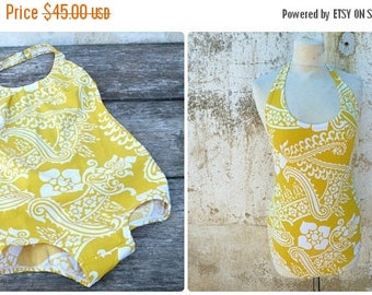 ON SALE Vintage 1970s 1 piece floral yellow/white swimsuit /swimwear size S