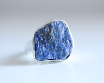 Sapphire ring. Sterling silver ring with natural raw Sapphire. Rough Sapphire ring, sapphire crystal, raw blue Sapphire, blue Sapphire ring.
