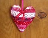 Peluche Patchwork coeur ornements/suspension Decor/Saint-Valentin avec une rose de couleur feutre support