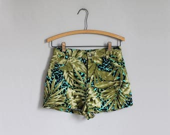 1980s high waisted tropical plant print green shorts / xs - s