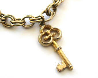 Vintage Gold-tone Skeleton Key Charm Bracelet / Key to My Heart / Old World Style /  Sweetheart Bracelet / Vintage Jewelry / Gift for Her
