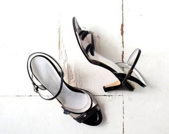20% off sale Vintage Strappy Heels   Dryad Leaf   1960s Shoes   Size 10