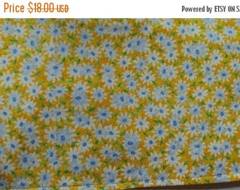 SALE Table Runner Daisy White Blue on Yellow Padded