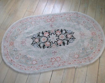 SALE * Vintage Hooked Rug * Shabby Cottage * Old Farmhouse * Oval