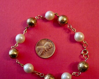 Vintage Pearl and Etched Gold Bead Bracelet