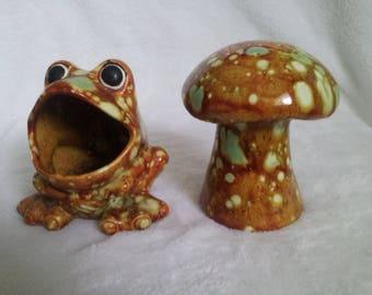 Vintage ADORABLE Kitschy Big Mouth Ceramic Frog, Scrubbie or Scrubber Holder Planter And Mushroom