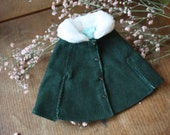 Green velvet cape with white faux fur collar made for Pullip