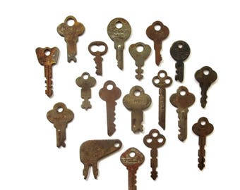 18 vintage keys, odd and old keys, antique keys, wedding keys, little key, primitive key, rustic key, key to my heart, collection of keys #9