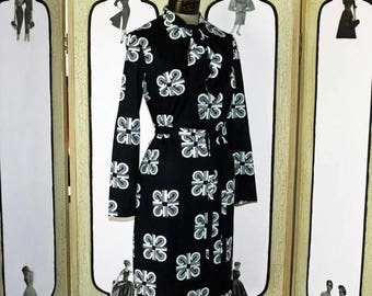 ON SALE Stunning MOD Dress in Black with White Scroll Design. Large.