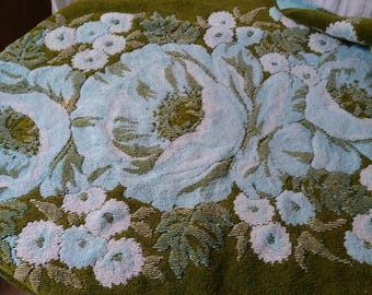 1960s Fieldcrest olive green and baby blue bath mat with poppies.