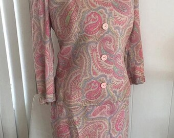 Memorial Day Sale 25% OFF Pretty Vintage Mid Century 60's Pink Linen Day Time Suit in Pink Paisley -- Size M