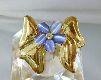 SALE Vintage Bow Brooch.  Blue Cat's Eye. Rhinestone.  Gold Bow.