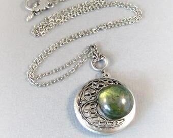 SALE Peridot Planet,Vintage Emerald,Vintage Green,Vintage,Green Necklace,Emerald Necklace,Green Locket,Emerald,Goddess Necklace,Emerald Pen