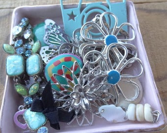 Vintage Jewelry - Shabby Chic - Garden Flower Findings - Lot - Flower Charms - Vintage Jewelry Destash - Findings - Turquoise DD1