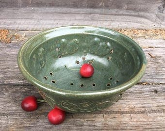 Green Berry Bowl with Vine Imprint and Plate