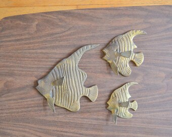 vintage brass fish wall hangings / nautical home decor / vintage bathroom decor