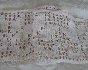 Vintage 1940's Crochet Lace Trim Ecru Floral