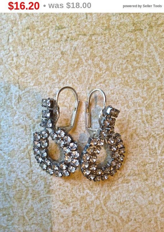 Summer Sale Vintage rhinestone horseshoe earrings