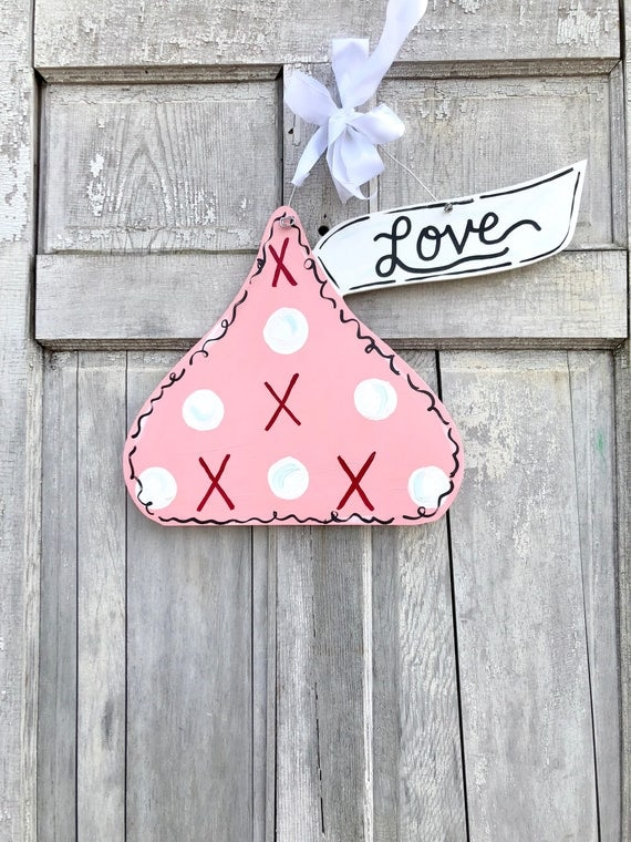Pink, Valentine Kiss door hanger, Valentine's Day door hanger, kiss classroom sign, Valentine Day Door hanger, love door hanger, personalize