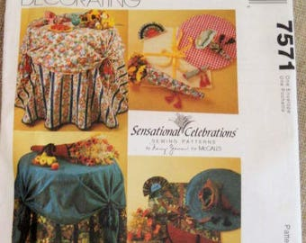 McCall's Home Decorating Sewing Pattern 7571 / Pattern for Tablecloth, Topper, Centerpiece, Napkins and More