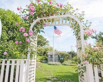 Nantucket Pictures, Siasconset, Climbing Roses, Arch Ways, Bedroom Decor, Home Interior Art, Summer Pictures, New England Art, Seaside Home