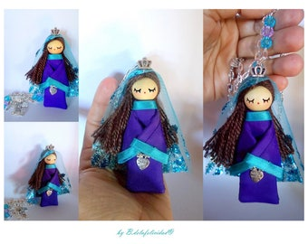 Medieval Queen doll necklace made and painted manually.