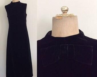 20% OFF 1960's Black Velvet Mod Maxi Dress w/ Bow Neckline & Lace Hem Floor Length Mod Dress Size Small by Maeberry Vintage