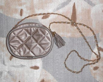 Vintage 1980s SAKS FIFTH AVENUE silver quilted leather chain-strap cross body