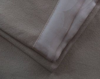 Vintage Moseleys Fisher Building Detroit Creamy White Satin Binding Wool Blanket