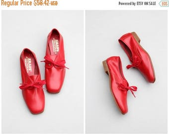 SALE SALE vintage 1960s red oxford shoes - deadstock ladies footwear / cherry red oxfords - 1950s flats - 60s shoes / mod tie up oxford flat