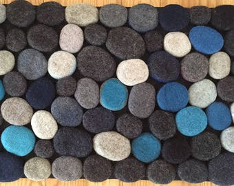 Felt stone rug / bath mat super soft with soft core  3D multicolor in Blue/Gray shades . Size 90 cm x 50 cm. Ready to ship.