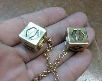 Budget Metal Smuggler's Golden Dice - Scoundrel Gambler Rogue - Gold Plated Metal Dice - Rear-view mirror charm for your cockpit -Zinc Alloy