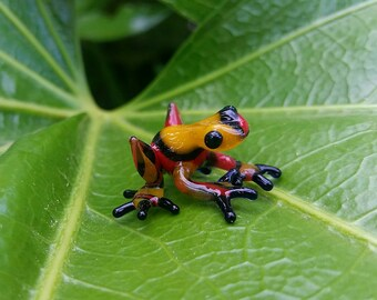 Baby Frog Sculpture