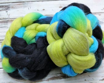 Skate Park 4oz Silver Sparkle Superfine 18.5 micron Merino Wool Silver Stellina Spinning Fiber Combed Top Roving Felting Black Green Blue