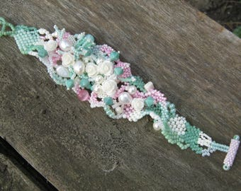 Floral bracelet, Bracelet with pastel colors Gift for her, Beaded bracelet, bead jewelry, pastel mint, freeform beading, Handcrafted jewelry