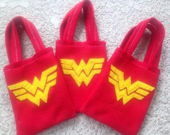 WONDER WOMAN/felt party favor bags/ girls/Set of 6 bags / party supplies