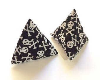 Skull and Crossbones 'Flipper' Pyramid Toy - Red White & Mew - catnip cat toy